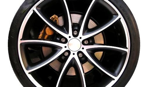 Der ADAC hat auch dieses Jahr wieder zahlreiche Reifen getestet. Mit dabei waren Winterreifen von namhaften Herstellern, Ganzjahresreifen und Reifen vom Discounter. Die Meinung des ADAC ist deutlich: Nur Winterreifen […]